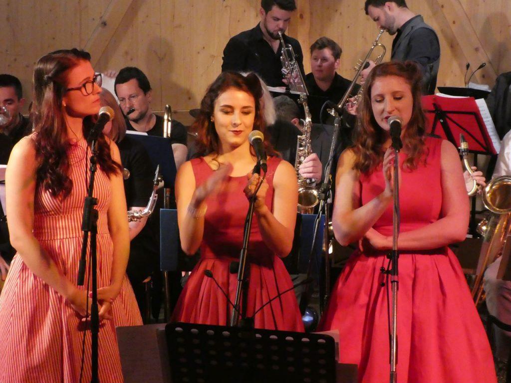 The Reveilles - Swing im Stiel der 40er Jahre -  Drei Stimmen, Klavier und Kontrabass
