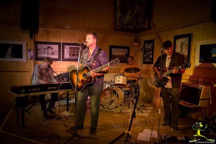 Dei Remember Elvis Band bei einem auftritt im Kulturfleckerl Eßling