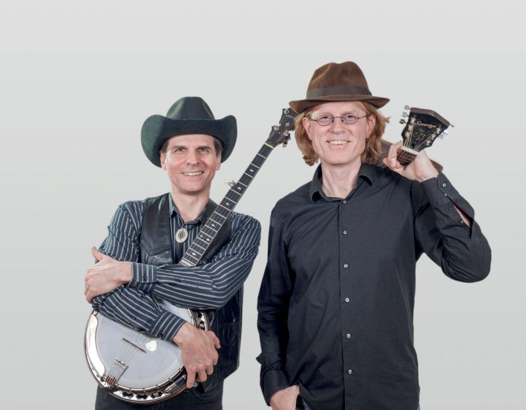 WEANA & YANKEE mit Instrumenten.